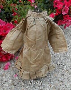 Beautiful Silk Dress Grège Bb Type Jumeau Bru Steiner Era Late Xixth