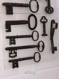Collection Of 11 Ancient Keys In Good State General Epoque End 19 Deb 20 Eme