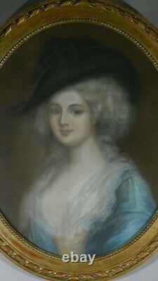 Grand Portrait Au Pastel D'une Dame De Qualité, Époque XIX Ème, Cadre Ovale Doré