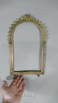 Neo-gothic Frame At The Angelot In Golden Bronze, 19th Century