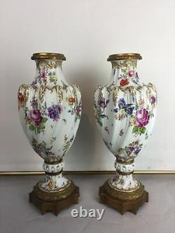 Pair Of Vases In The Fainence Of Höchst Epoque 19th Höchster Porzellan