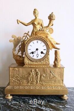 Pendulum Woman Holding A Horn Of Abundance Epoque Nineteenth