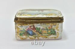 Sèvres Porcelain Box With Gallant Scenes And Landscapes From The 19th Century