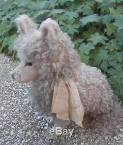 Adorabe chien forme boîte à secret en papier mâché époque fin XIXème