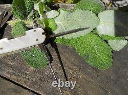 Ancien couteau plaquettes nacre, Epoque XIXème multifonction, tranche décorée