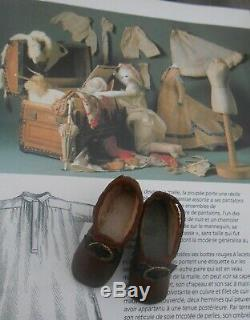 Ancienne paire chaussures poupée Parisienne époque fin XIXème