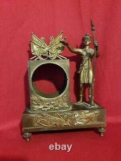 Ancienne petite pendule en bronze doré, époque Empire XIX ème s