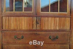 Armoire à glaces Anglaise en acajou marquetée d'époque XIXème