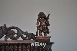 Armoire des Indes d'époque XIXème très richement sculptée
