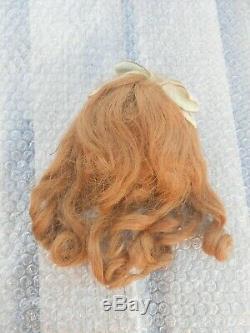 Belle perruque cheveux blonds naturels et calotte BB époque fin XIXème