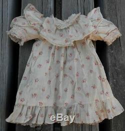 Belle robe présentation BB Jumeau fleurettes roses Taille 7/8 époque XIXème
