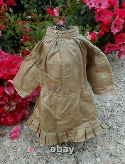 Belle robe soie grège BB type Jumeau Bru Steiner époque fin XIXème