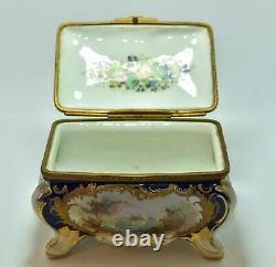 Boite à bijoux en porcelaine peinte signée Maurice époque XIXème dans le goût