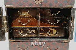 Cabinet Boite en laque decor Mont Fuji et Paon Japon époque XIXème