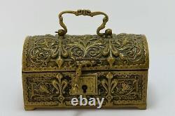 Coffre à bijoux bronze style Renaissance décor de fleurs de lys époque XIXème