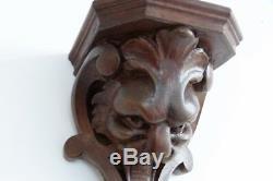 Console d'Applique En Noyer Sculpté Au Lion, époque XIX ème