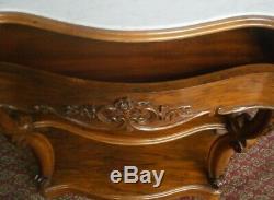 Console en noyer de style Napoléon III dessus marbre blanc époque fin XIXème