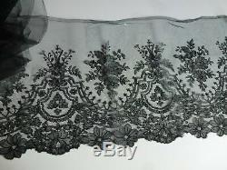 Dentelle ancienne Chantilly aux fuseaux 585 cm x 29 cm Epoque Napoléon III