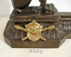 Devant de cheminée en fonte et bronze lions ailés époque XIX ème siècle