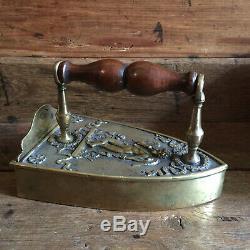 Fer à repasser à lingot début XIXème époque Restauration Bronze Laiton & Noyer