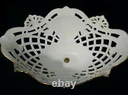 Grande coupe ajourée en porcelaine peinte et dorée époque XIX ème siècle