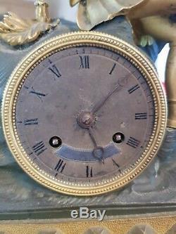 Horloge ancienne en bronze doré, époque XIX ème s, époque romantique