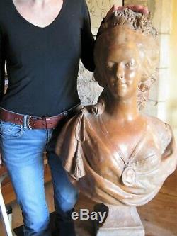 Important buste en terre cuite de Marie Antoinette époque XIX ème siècle