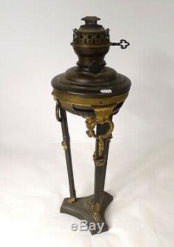 Lampe à pétrole forme Athénienne décor noeuds palmettes époque XIXème
