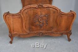 Lit en noyer de style Louis XV époque fin XIXème