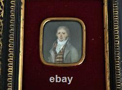 Miniature Portrait dHomme en Redingote Epoque Fin XVIIIème début XIXème Siècle