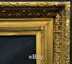 N° 619 CADRE Epoque XIXème bois et stuc doré pour chassis 61,5 x 50 cm