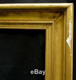 N° 626 CADRE Epoque XIXème bois et stuc doré pour chassis 80.4 x 65.2 cm