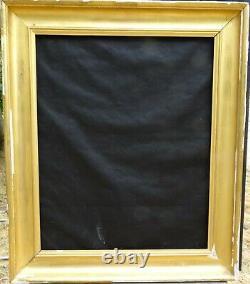 N° 677 CADRE Epoque XIXème bois doré à la feuille pour chassis 74 x 60.4 cm