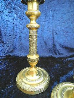 Paire de bougeoirs en bronze doré ciselés d'époque Empire XIXème