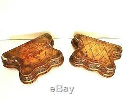 Paire de très beaux socles en bois sculpté et doré d'époque milieu XIX ème