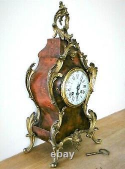Pendule, Cartel en bronze doré de style Louis XV, d'époque XIX ème. H. 45 CM