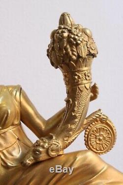 Pendule Femme Tenant Une Corne d' Abondance Epoque XIXème