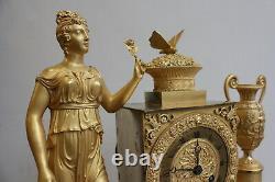Pendule Femme à l'Urne Et Au Papillon Epoque XIXème