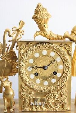 Pendule à Décor De Corne d'Abondance Epoque XIXème