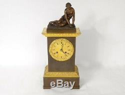 Pendule bronze femme à la coquille saint Jacques époque XIXème