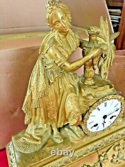 Pendule doré à la feuille d'or d'époque Restauration XIXéme siècle
