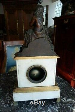 Pendule en marbre blanc et bronze, époque XIX ème