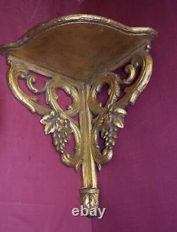 Petite console d'angle en bois doré, époque XIXème