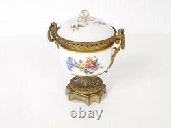 Pot couvert Meissen motif floral monture bronze époque XIXème