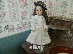 Poupée ancienne tête porcelaine Fleischmann vêtements d'époque XIXème 50 cm
