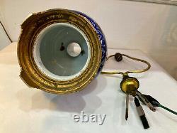 Rare et belle lampe en faïence fine de Gien à décor bleu et blanc. Epoque XIXème