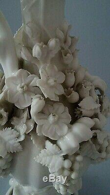 Superbe aiguière en porcelaine blanche signée Jacob Petit époque XIXème