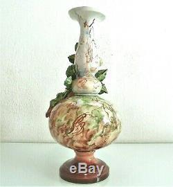 Superbe grand vase en céramique, barbotine, époque fin XIX ème. Haut. 33 cm