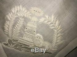 Très ancien mouchoir brodé époque 19 ème, Fables de La Fontaine 72 cm x 70 cm