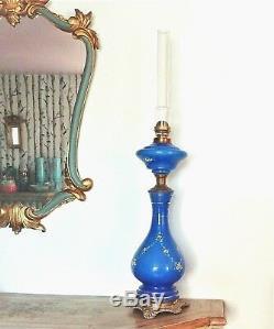 Très grande lampe à pétrole en opaline à décor émaillé d'époque fin du XIX ème